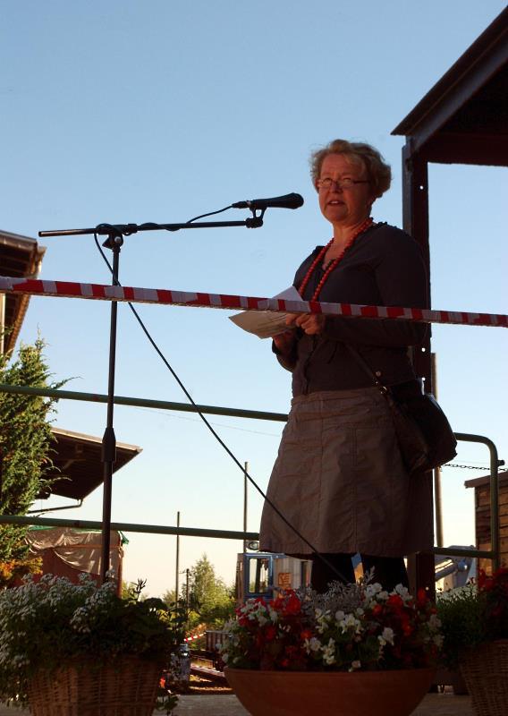 Frau Brauner eröffnet das Bahnhofsfest