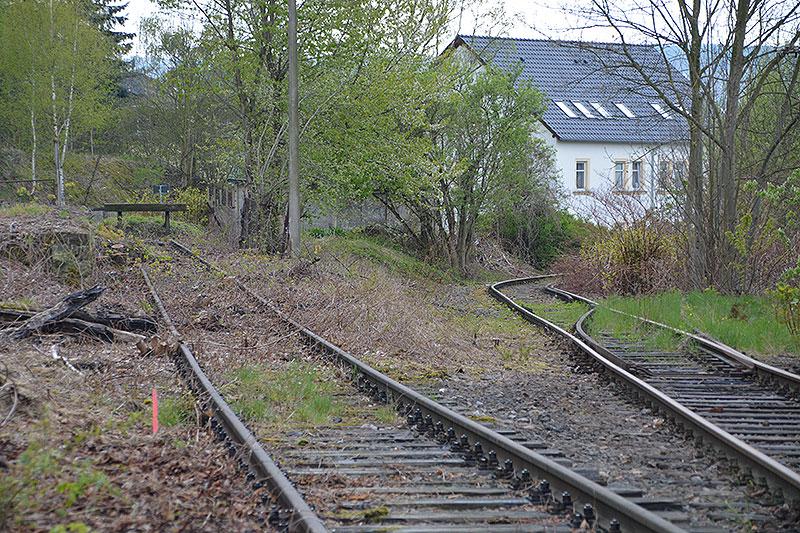 Links befindet sich das abzubauende Anschlussgleis.